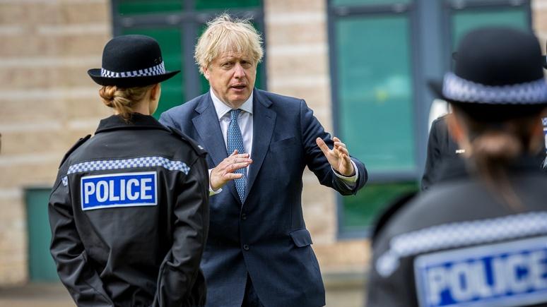 Sky: вместо ослабления карантинных мер британцам предписали обязательное ношение масок