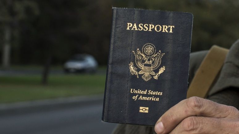 Обозреватель Guardian: политика Трампа доводит людей до отказа от американского гражданства