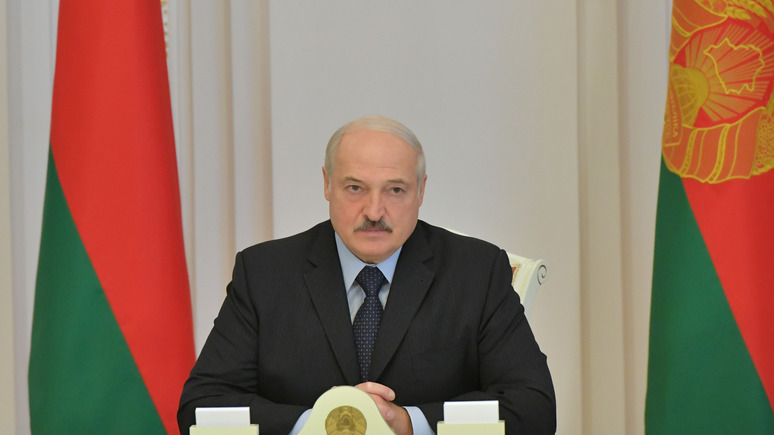 24 канал: «бросает тень на репутацию» — Лукашенко собираются лишить почётной степени в украинском вузе