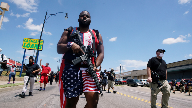 BI: как после 11 сентября — на фоне протестов в США темнокожие американцы активно закупают оружие