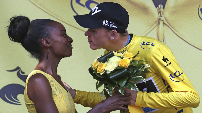 Обозреватель Valeurs actuelles: отказ от девушек-«хостесс» в финале Тур де Франс стал очередной победой «абсурдного феминизма»