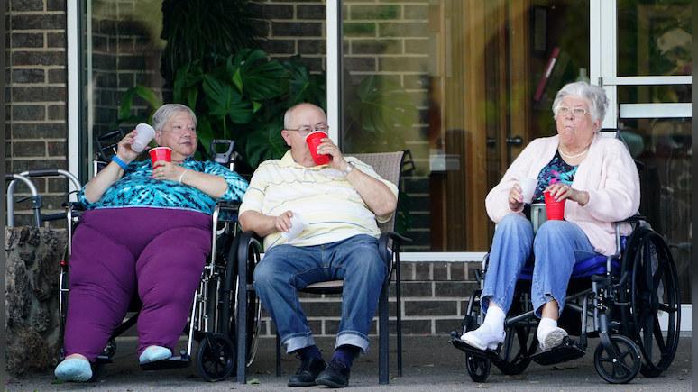 Guardian: «остались сами по себе» — пожилые американцы рискуют оказаться за бортом новой нормальности