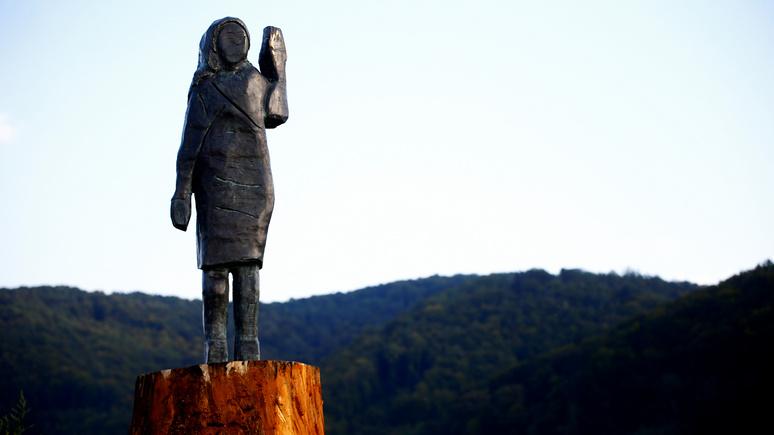 Daily Mail: теперь бронзовая — в Словении установили новую статую Меланьи Трамп взамен сожжённой