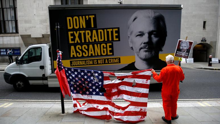 Independent: Трамп предлагал Ассанжу помилование в обмен на информацию о хакерах, похитивших письма демократов