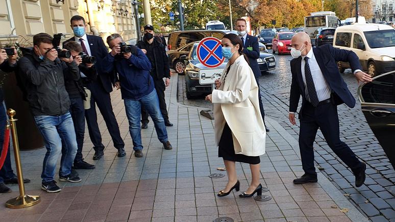 LCI: встреча Макрона с белорусской оппозиционеркой стала для неё «важным признанием»