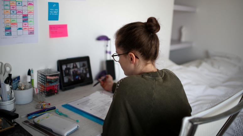 Le Figaro: дорого и некачественно — во Франции родители недовольны дистанционным обучением в вузах