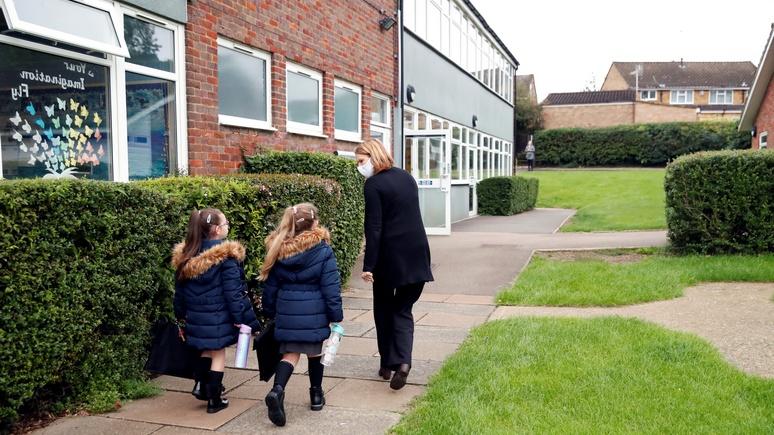 Daily Mail: из-за мер по защите от COVID-19 британские школьники мёрзнут от холода