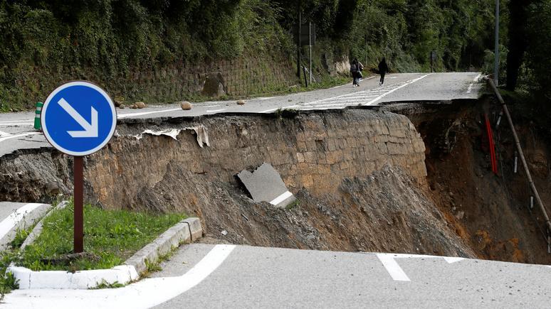Le Monde: мощное наводнение отрезало от мира тысячи французских домов