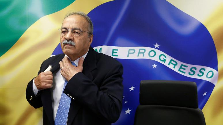 Guardian: у соратника президента Бразилии обнаружили пачку банкнот между сжатыми ягодицами