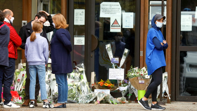Guardian: свобода слова против радикализма — после убийства коллеги учителя Франции продолжат его дело