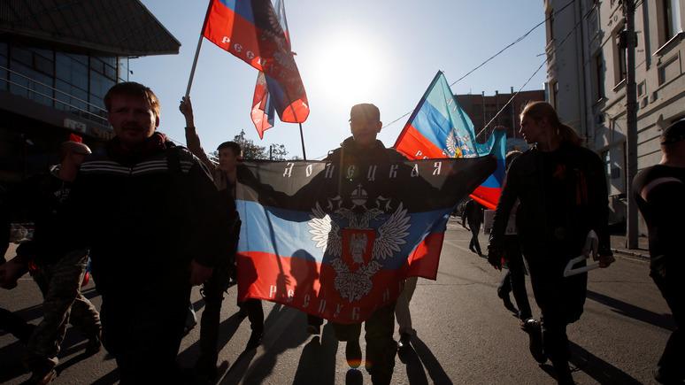 Украинский эксперт о Донбассе: Москва помогает, а Киев отгородился колючей проволокой и экономической блокадой