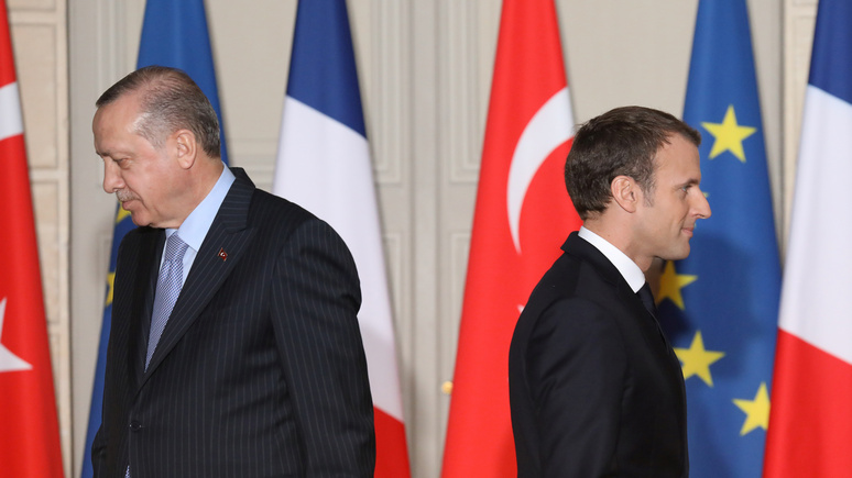 Le Monde: Франция отозвала посла из Анкары после критики Эрдогана в адрес Макрона