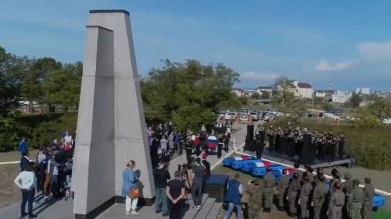 Valeurs actuelles: Франция предпочла забыть о погибших солдатах из-за споров о Крыме