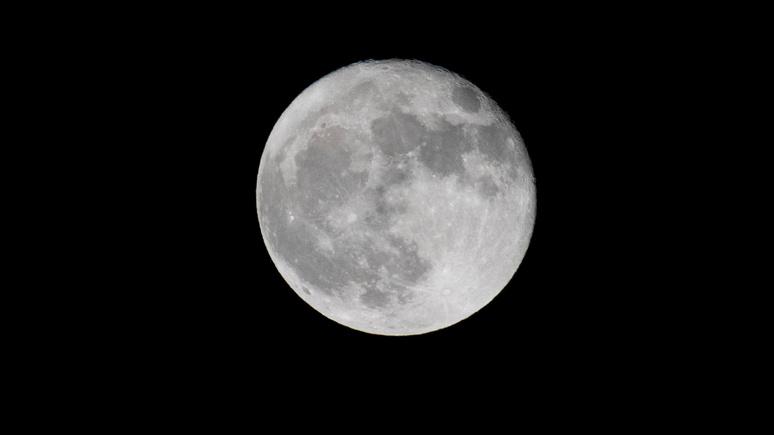 USA Today: на солнечной стороне Луны нашли воду