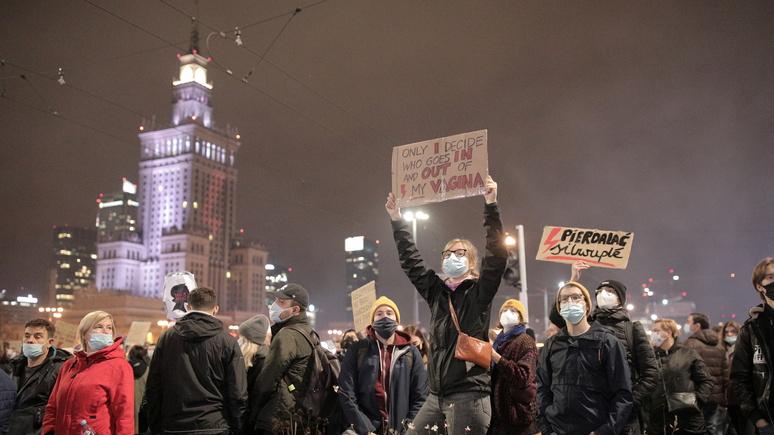 Das Erste: Дуда решил смягчить запрет на аборты, но протесты этим не остановить
