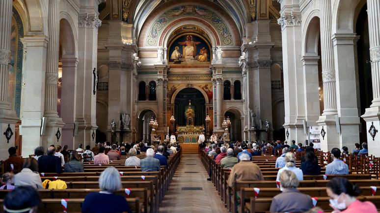 Le Figaro: спасти Рождество — французская церковь обсуждает с властями возобновление публичных месс