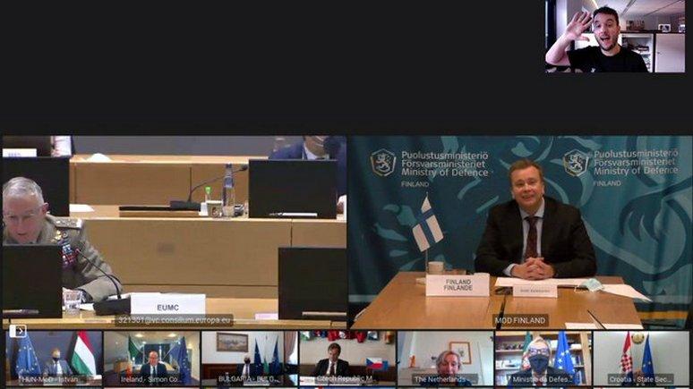 Bild: голландский журналист «взломал» секретную видеоконференцию министров обороны ЕС