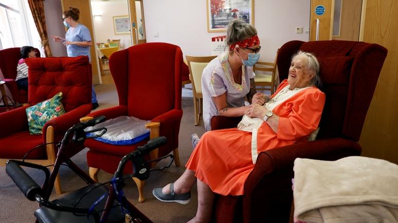 DT: британский парламент бьёт тревогу — в домах престарелых незаконно отказывают в реанимации