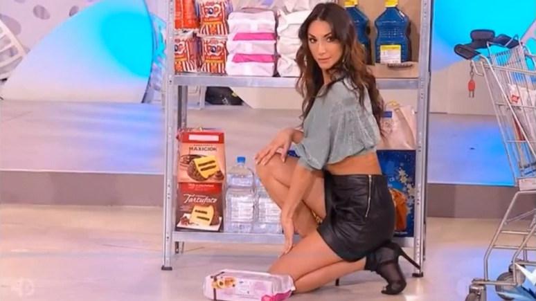 Guardian: думали, это пародия — итальянцев возмутила телепередача для женщин о том, как превратить шопинг в соблазнительное шоу — ИноТВ
