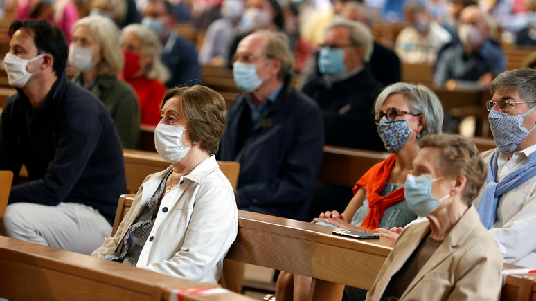 La Croix: больше 30 на службе собираться можно — французам разрешили ходить в церковь