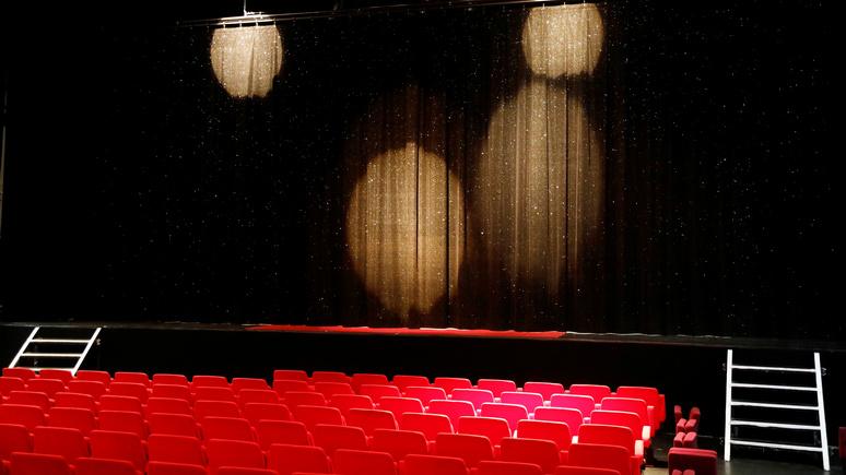 Le Monde: «полное пренебрежение» — французские деятели культуры разгневаны запретом на работу театров при открытых магазинах и церквях