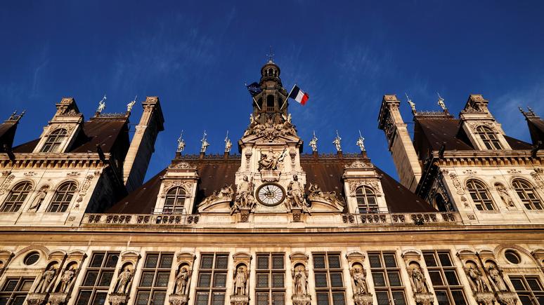Le Monde: мэрию Парижа оштрафовали за избыток женщин в руководстве