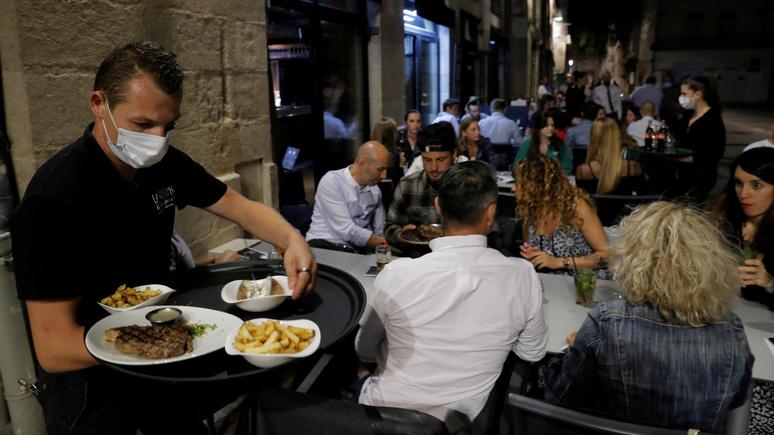 Le Monde: французские учёные подтвердили — подхватить ковид легче всего во время еды