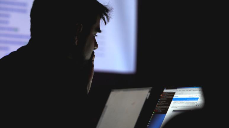 Экс-офицер ЦРУ: американской разведке нужно показать, что они тоже могут действовать в киберпространстве противника