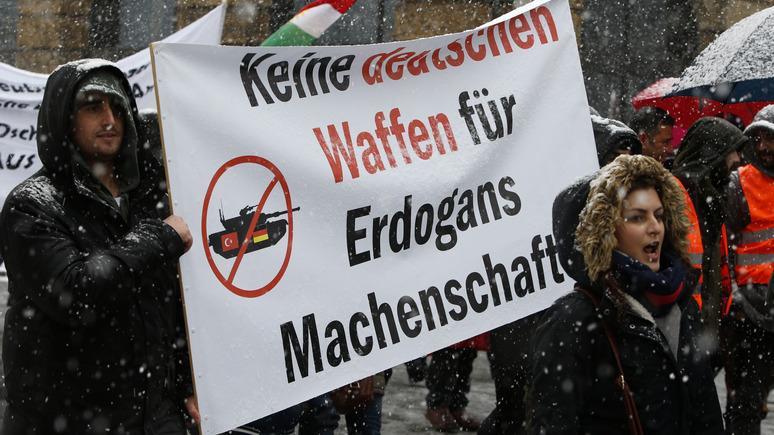 Deutschlandfunk: в вопросе поставок вооружения Берлин говорит одно, а делает совсем другое