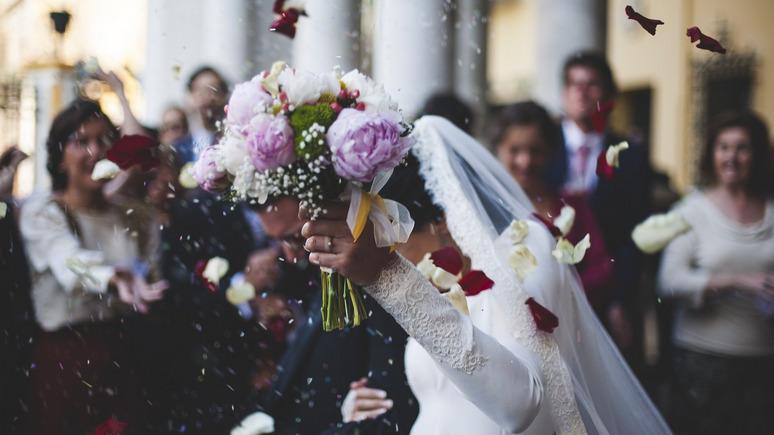 Insider: американцам рекомендуют отложить пышные свадьбы ещё на год