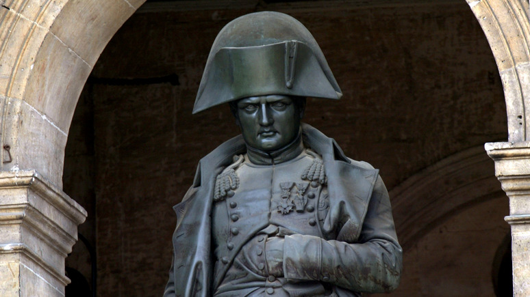 Le Parisien: «расист, сексист и милитарист» — французские активисты против чествования Наполеона в двухсотую годовщину его смерти