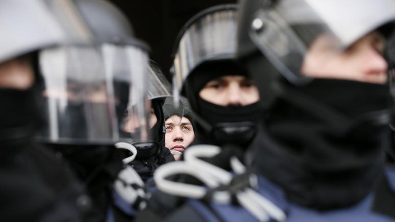 Корреспондент: ошиблись адресом — избитому и обворованному жителю Украины компенсируют нападение спецназа