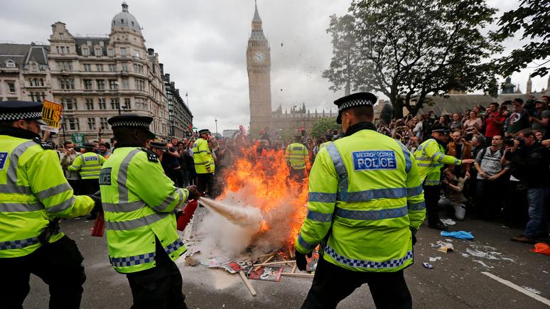 «Заставит покраснеть даже диктатора»: Daily Mirror о реакции на новый британский законопроект о протестах