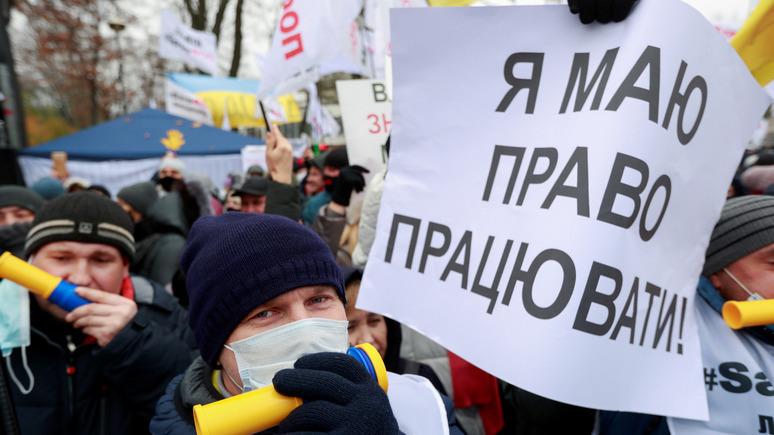 Вести: две трети украинцев хотят найти работу за границей