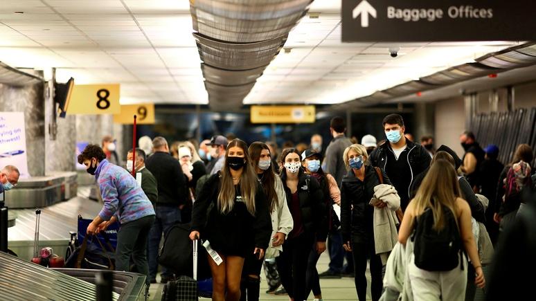 Insider: в США авиакомпания высадила из самолёта всех пассажиров из-за семьи, нарушившей масочный режим