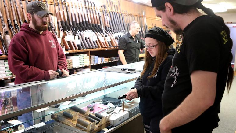 Newsweek: Байден не указ — губернатор штата Теннесси разрешил носить оружие без разрешения