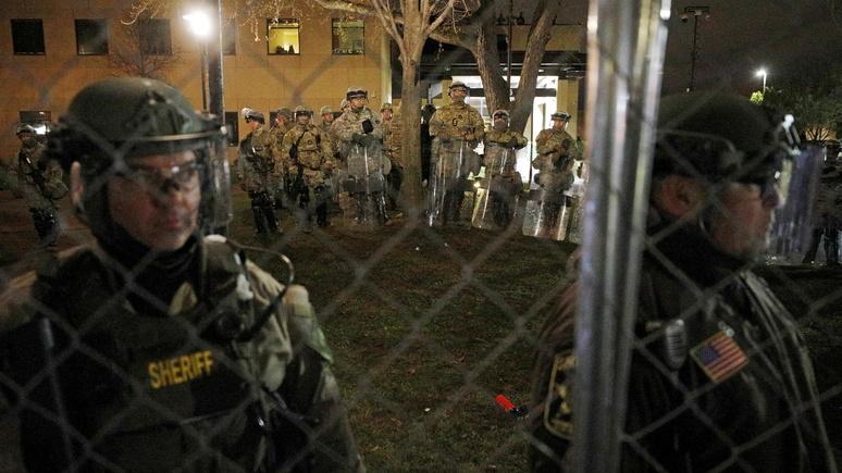 Hill: на фоне роста напряжённости в США американские власти готовятся к беспорядкам — ИноТВ