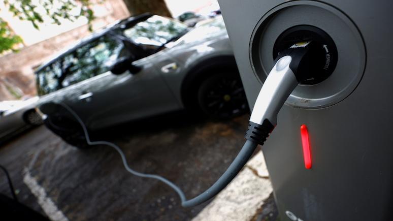 Guardian: электромобили станут дешевле обычных машин уже к 2027 году