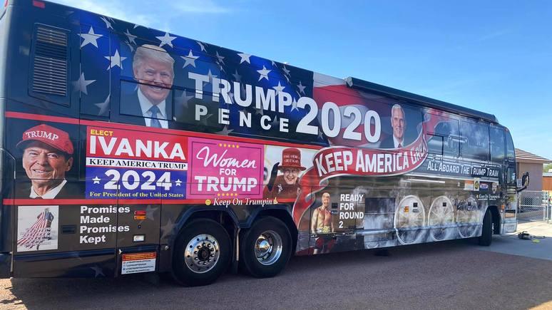 BuzzFeed: Букингемский дворец потребовал убрать снимок королевы с протрамповского автобуса в США
