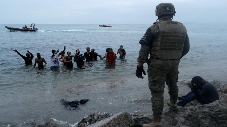 El País: «беспрецедентный» наплыв мигрантов в Сеуте вынудил власти Испании мобилизовать армию