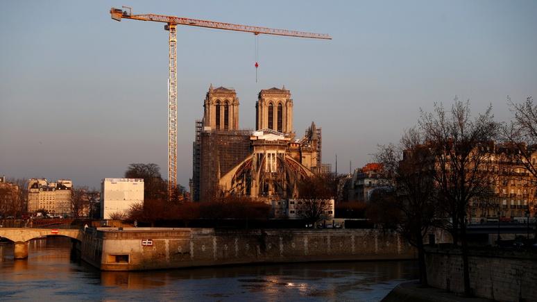 Le Figaro: в Париже закрыли площадь перед Нотр-Дамом из-за обнаружения там свинцовой пыли