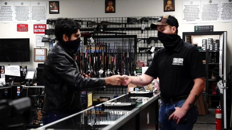 Guardian: пандемия в США подхлестнула продажи оружия