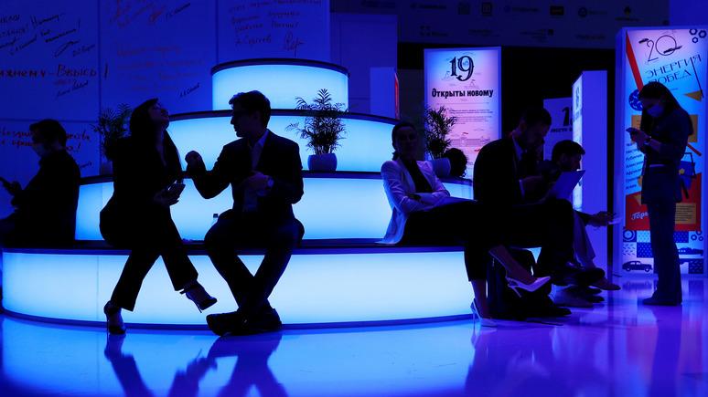 Университетский кампус против ярмарки с инновациями: Atlantico сравнил Давос с ПМЭФ