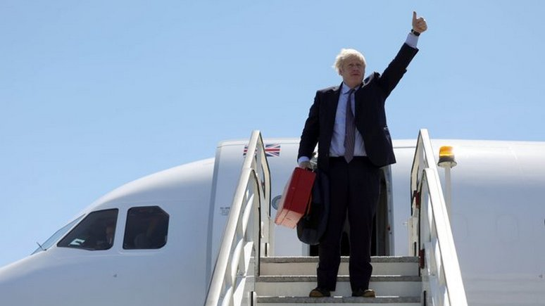 Independent: Джонсона высмеяли за прилет на самолёте на климатический саммит G7