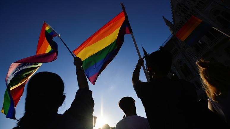 Guardian: Венгрия приняла закон о запрете гей-пропаганды среди несовершеннолетних