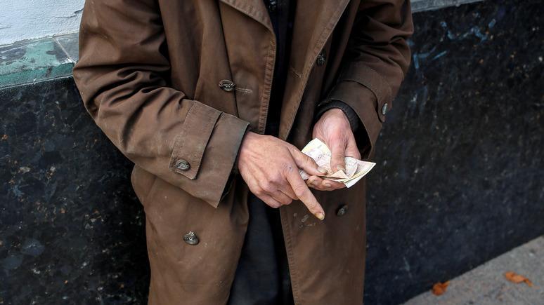 Корреспондент: украинцы тратят денег больше, чем зарабатывают