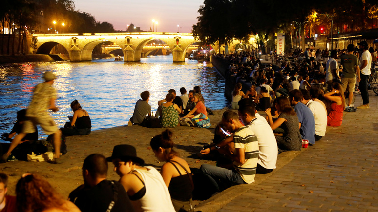 Le Monde: во все тяжкие — пандемия усилила тягу французской молодёжи к алкоголю и наркотикам