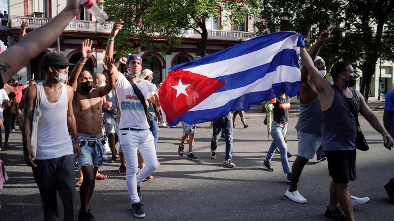 Le Figaro: волна протестов на Кубе заставила 90-летнего Рауля Кастро вернуться в политику