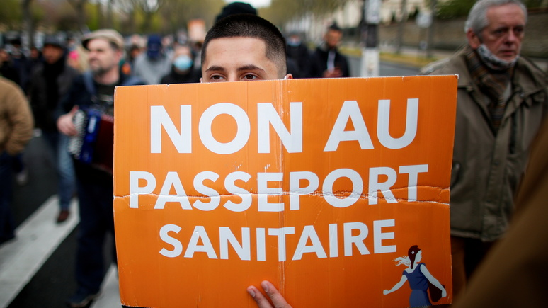 Le Figaro: «апартеид, холокост, Сталин» — французы не скупятся на метафоры в ответ на заявления Макрона о вакцинации
