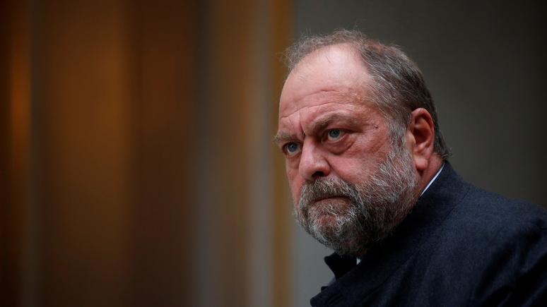 Le Monde: «двойные стандарты» — оппозицию возмутило нежелание Макрона увольнять попавшего под суд министра